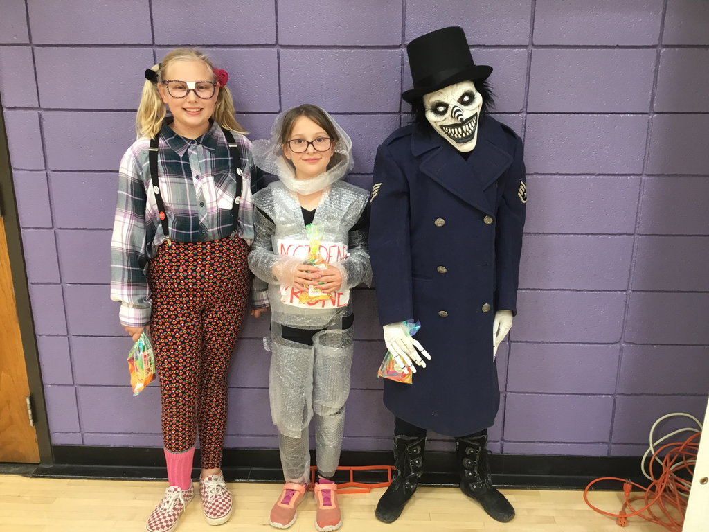 Fifth grade costume winners.